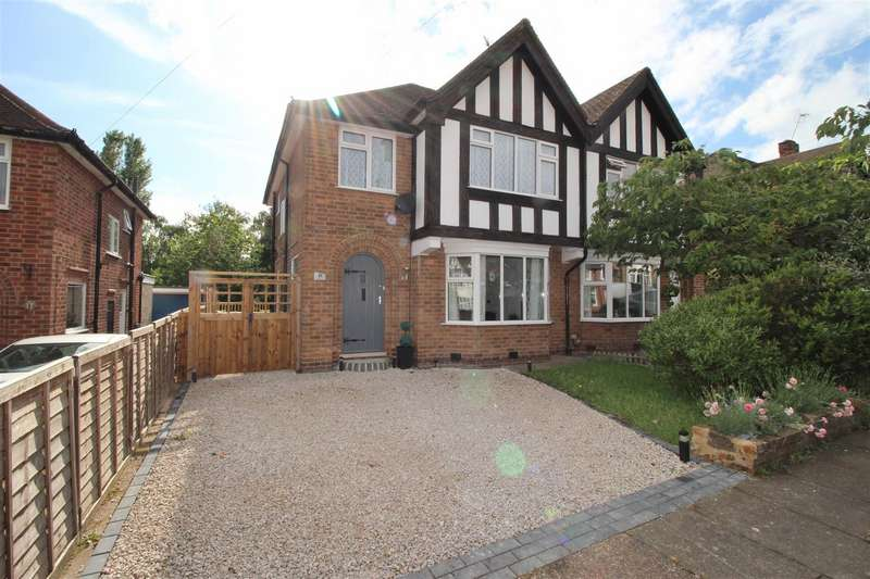 3 Bedrooms Semi Detached House for sale in Burnside Drive, Bramcote