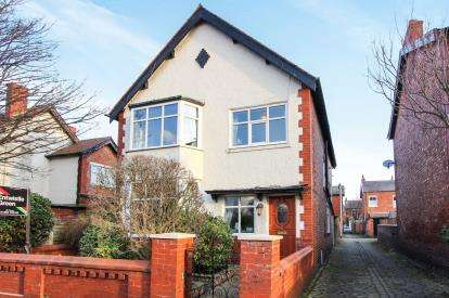 5 Bedrooms Detached House for sale in Durham Ave, Lytham St Annes, Lancashire, England, FY8