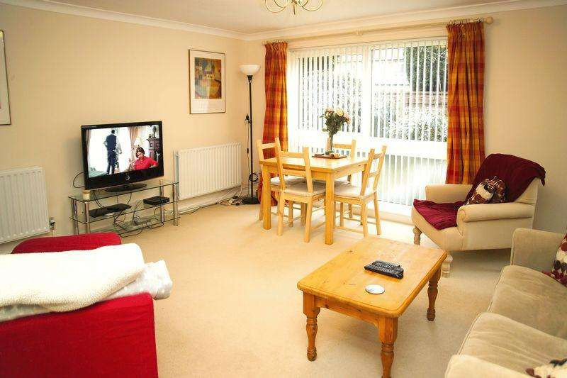 3 Bedrooms Apartment Flat for sale in Kensington Grove, Manchester