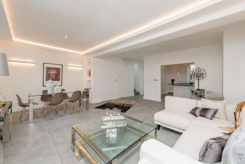 3 Bedrooms Flat for sale in Gloucester Gardens, Bayswater