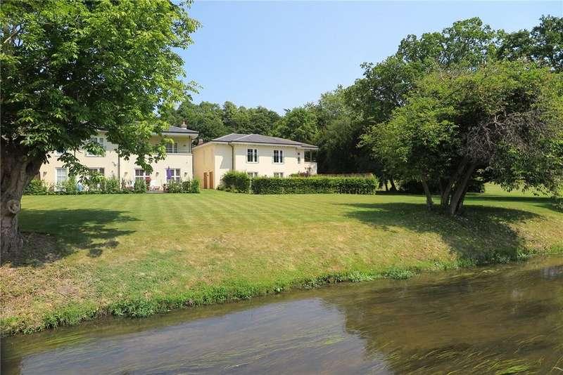 2 Bedrooms Maisonette Flat for sale in The Walled Garden, Moor Park, Farnham, Surrey, GU10
