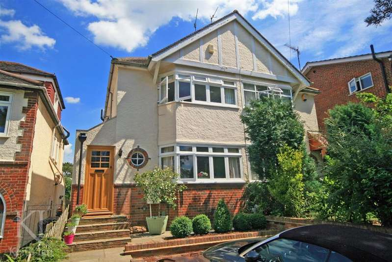 3 Bedrooms Semi Detached House for sale in Myddleton Road, Southside Ware - Walk to Presdales,