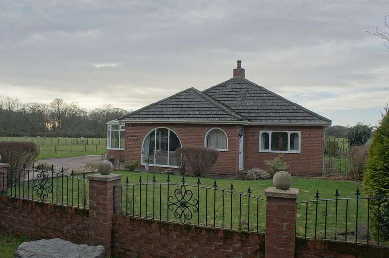 4 Bedrooms Detached Bungalow for sale in Blackbank, Longtown