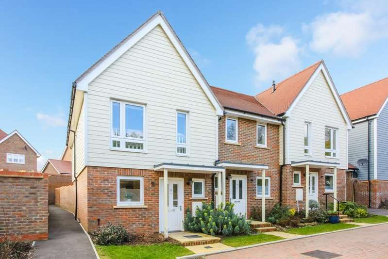 2 Bedrooms House for sale in Funnell Drive, Haywards Heath, RH17