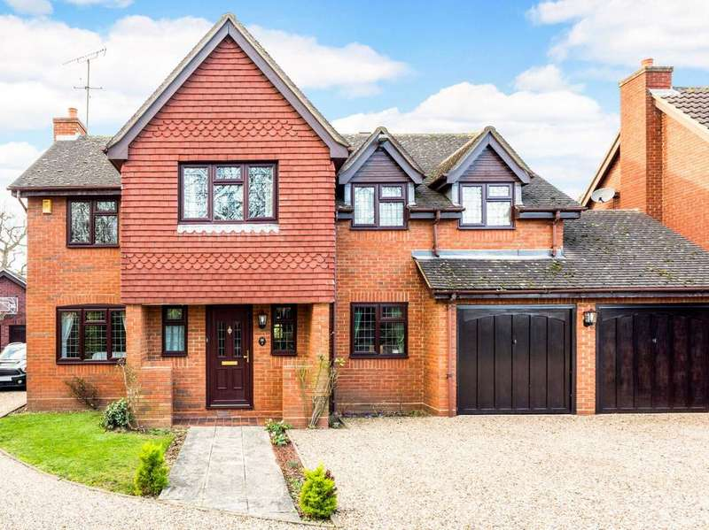 5 Bedrooms Detached House for sale in Hopkins Close, Gidea Park, Essex, RM2