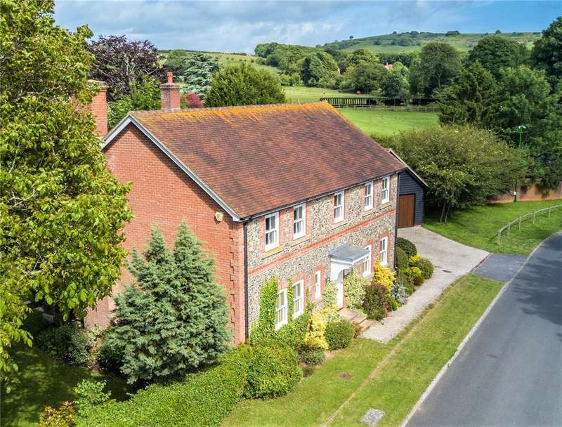 4 Bedrooms Detached House for sale in Convent Gardens, Findon, Worthing, BN14