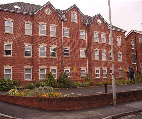 2 Bedrooms Flat for rent in Derby House, Windsor Court, Derby Street, Ormskirk, Lancashire, L39