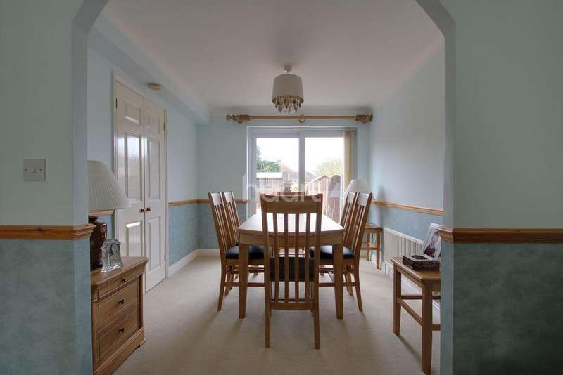 3 Bedrooms Terraced House for sale in Nottage Crescent, Braintree