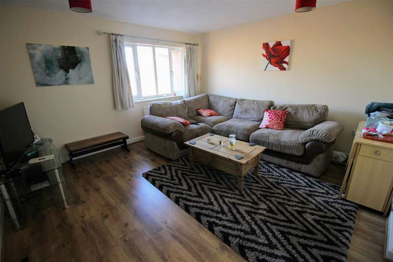 2 Bedrooms Flat for sale in Woodhouse Road, Swindon