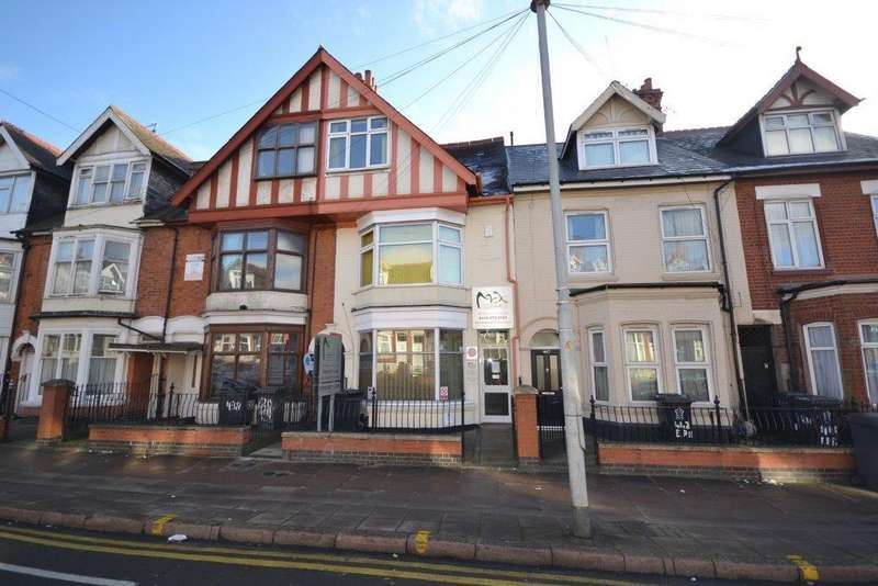 3 Bedrooms Terraced House for sale in East Park Road, Leicester