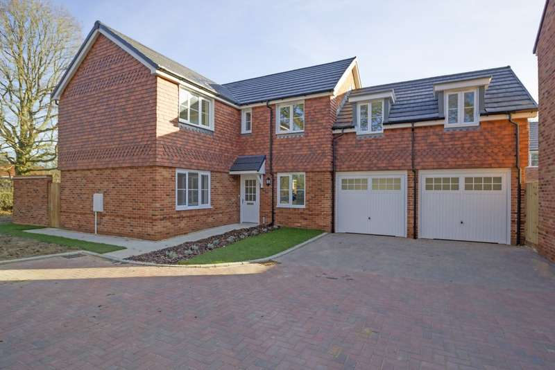 5 Bedrooms Detached House for rent in Hestia Place, Burgess Hill RH15