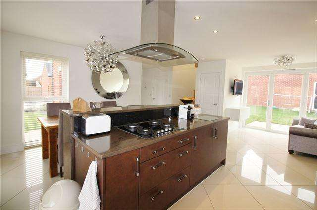 4 Bedrooms Detached House for sale in Wheatsheaf Way, Clowne, S43 4FA