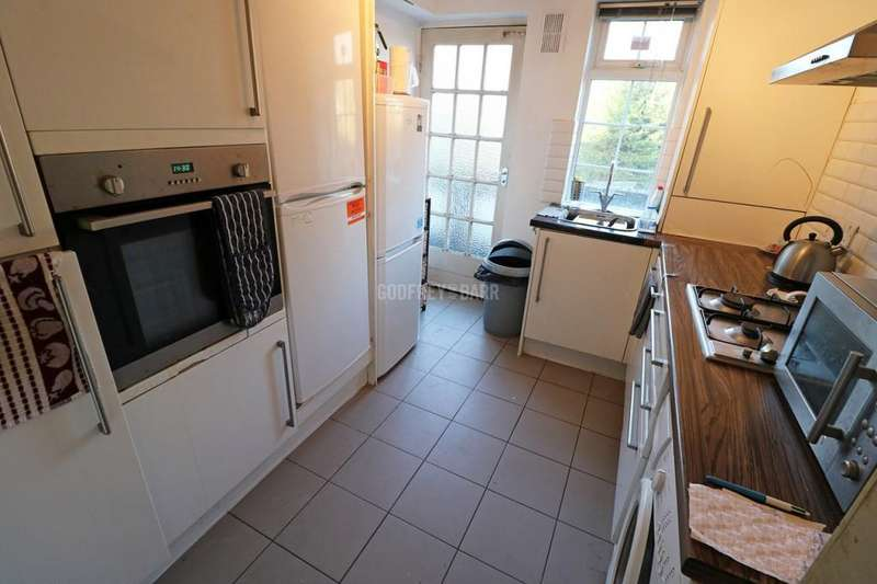 4 Bedrooms Apartment Flat for sale in The Market Place, Hampstead Garden Suburb