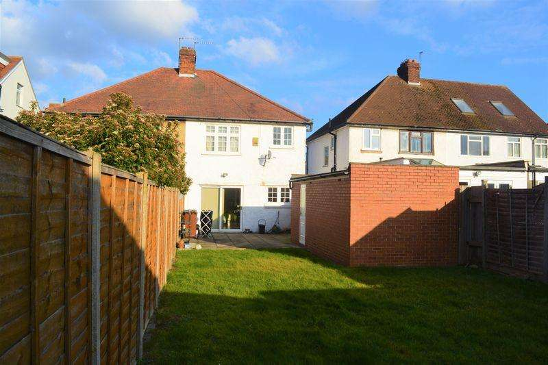 3 Bedrooms Semi Detached House for sale in Axholme Avenue, Edgware