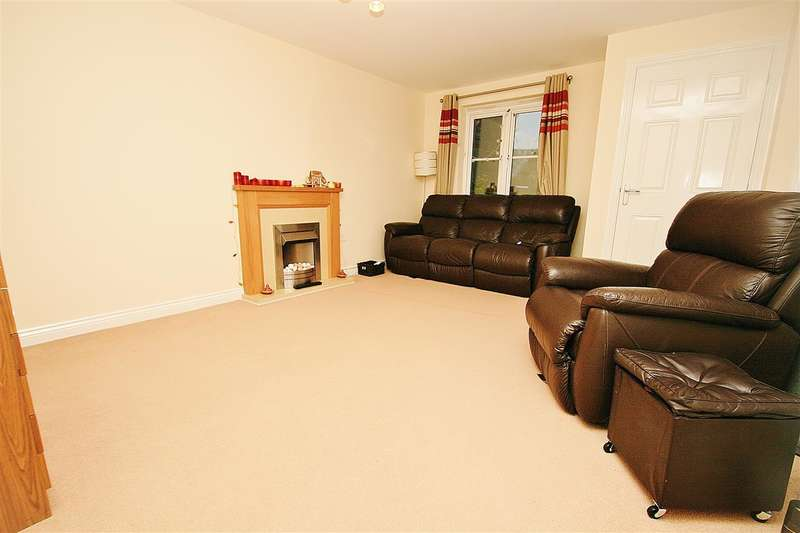 3 Bedrooms Terraced House for rent in South Hayes