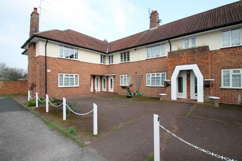 2 Bedrooms Maisonette Flat for rent in Greenview Court, Ashford, TW15