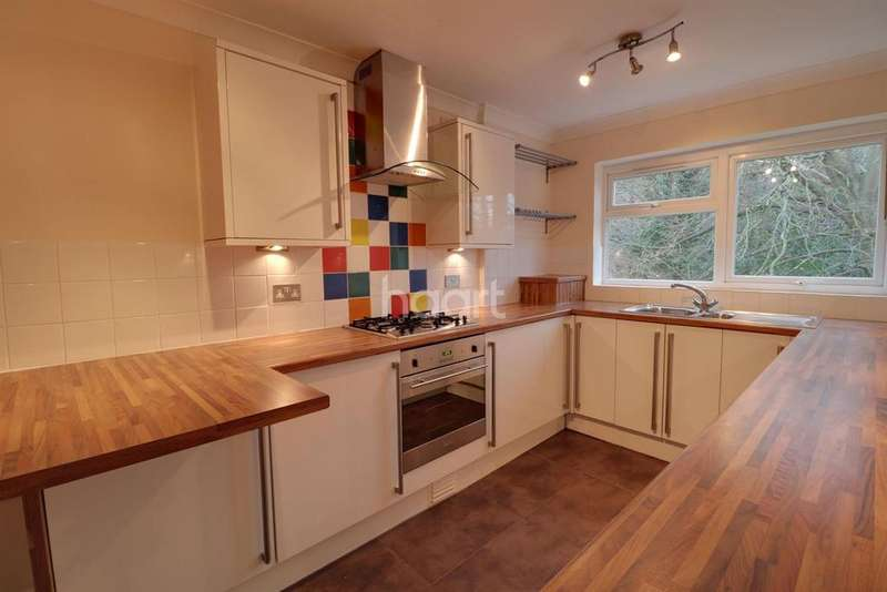 2 Bedrooms Flat for sale in Highgate Lane, Farnborough