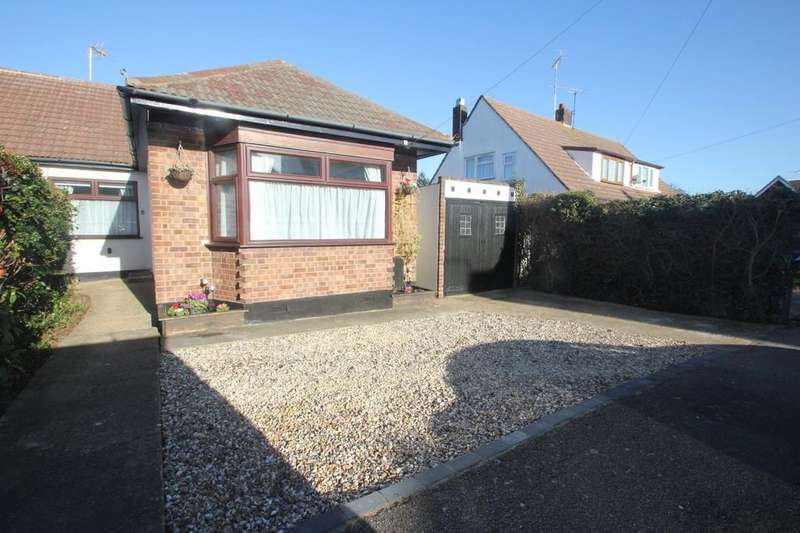 2 Bedrooms Semi Detached Bungalow for sale in Meadow Way, Hockley