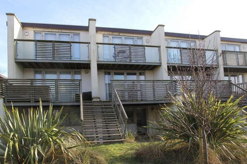 2 Bedrooms Terraced House for sale in Royal William Square, Camber, East Sussex TN31 7RX