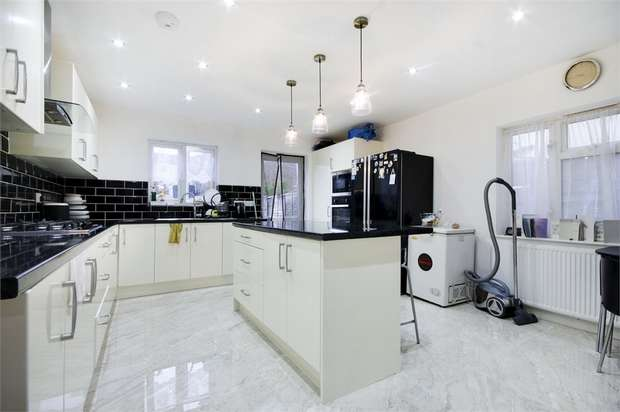 4 Bedrooms End Of Terrace House for sale in Hale End Road, Walthamstow, London