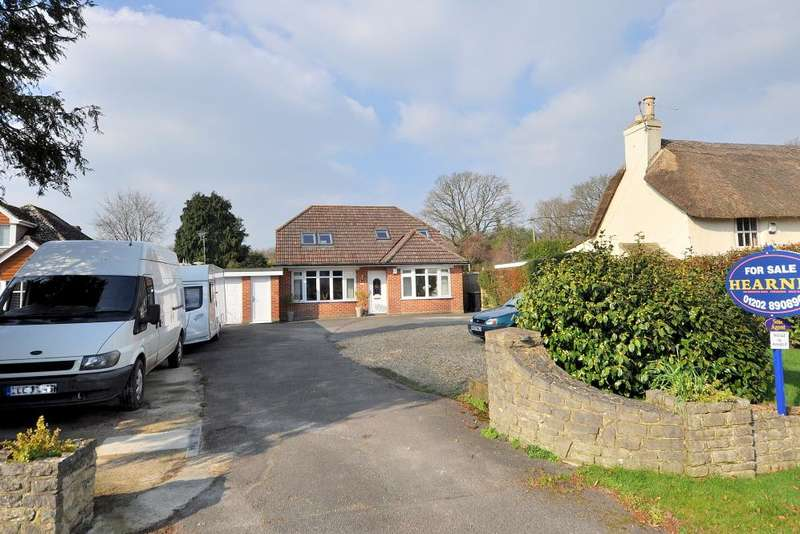 4 Bedrooms Detached Bungalow for sale in Ringwood Road, Ferndown