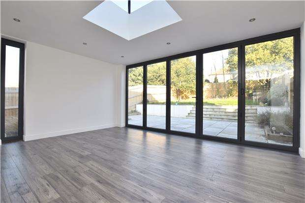 3 Bedrooms Semi Detached House for rent in Chelsfield Lane, ORPINGTON, Kent, BR5