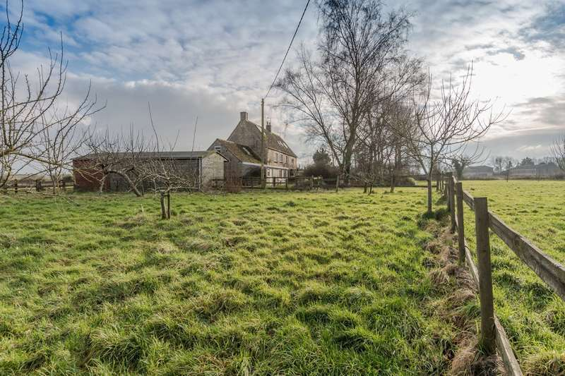 4 Bedrooms Semi Detached House for sale in Milbourne, Malmesbury