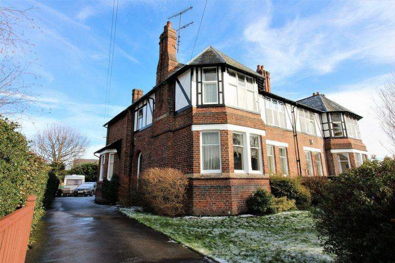 4 Bedrooms Semi Detached House for sale in Upton Park, Upton