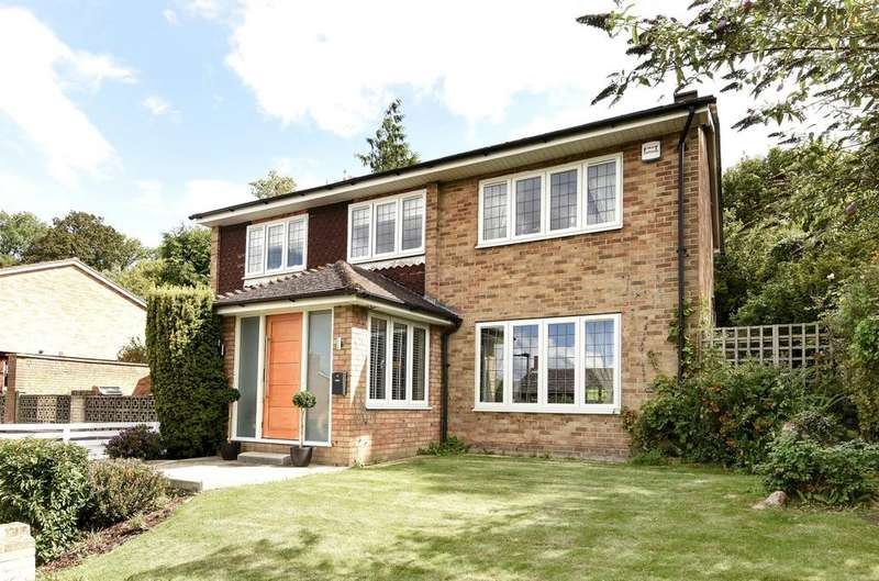 3 Bedrooms Detached House for sale in Downs View Close Orpington BR6