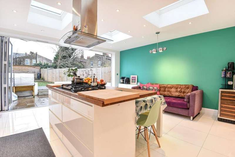4 Bedrooms Semi Detached House for sale in Alston Road, Tooting