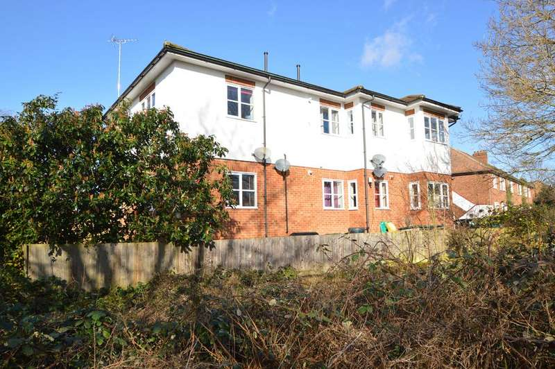 2 Bedrooms Flat for sale in Mole View, Brittain Road, HERSHAM KT12