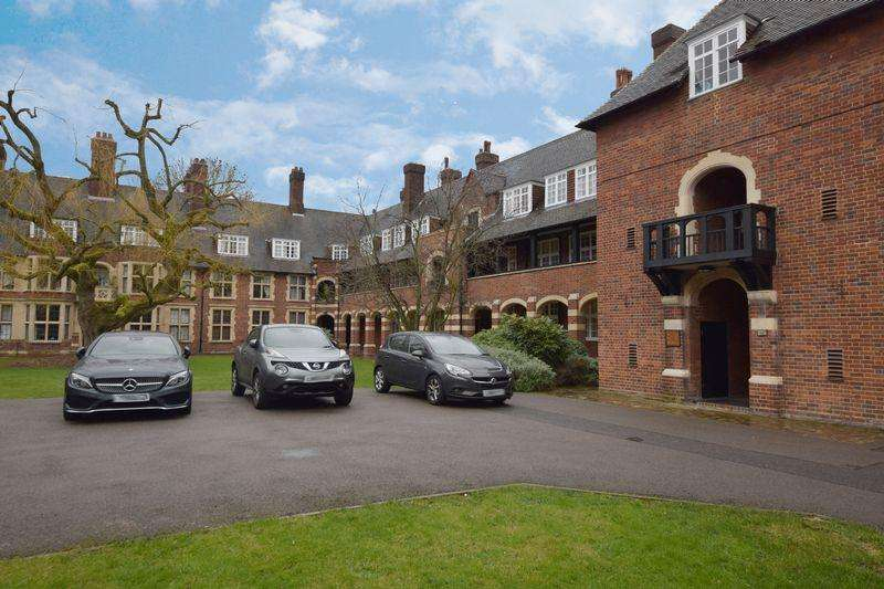 2 Bedrooms Apartment Flat for sale in Meadway, London NW11