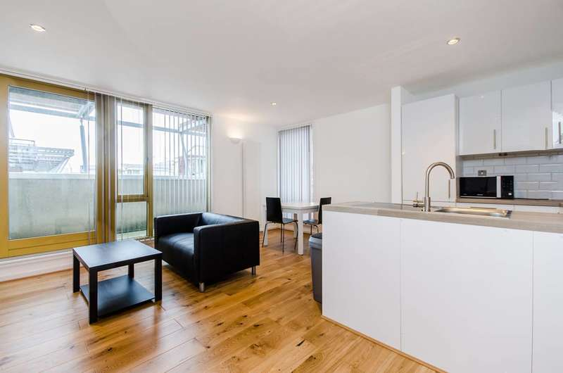 2 Bedrooms Flat for rent in Hop Street, Greenwich, SE10