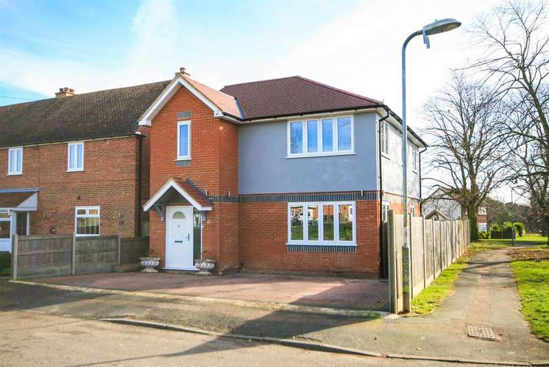 3 Bedrooms Detached House for sale in Hillside Crescent, Stanstead Abbotts