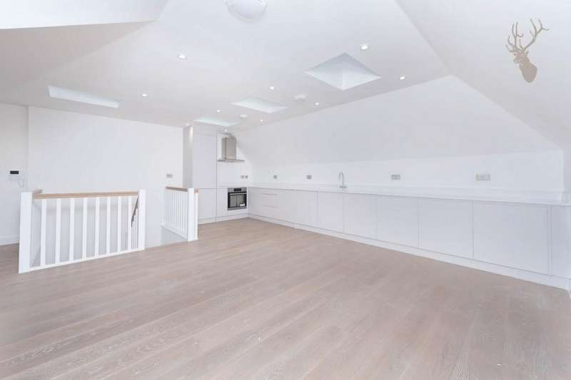 3 Bedrooms Flat for sale in High Street, Epping, CM16