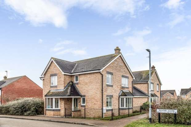 4 Bedrooms Link Detached House for sale in Belvoir Close, Corby, Northamptonshire, NN18 8PL