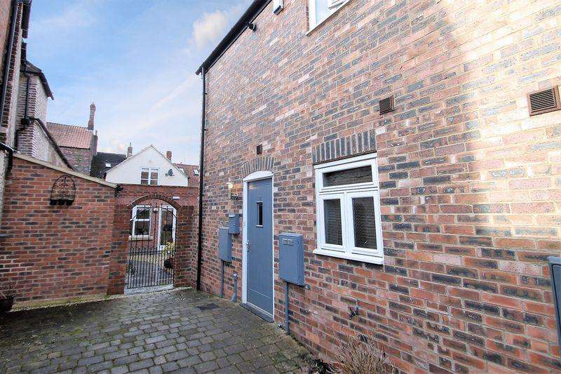 2 Bedrooms Terraced House for sale in Beechtree Court, Yarm, TS15 9XJ