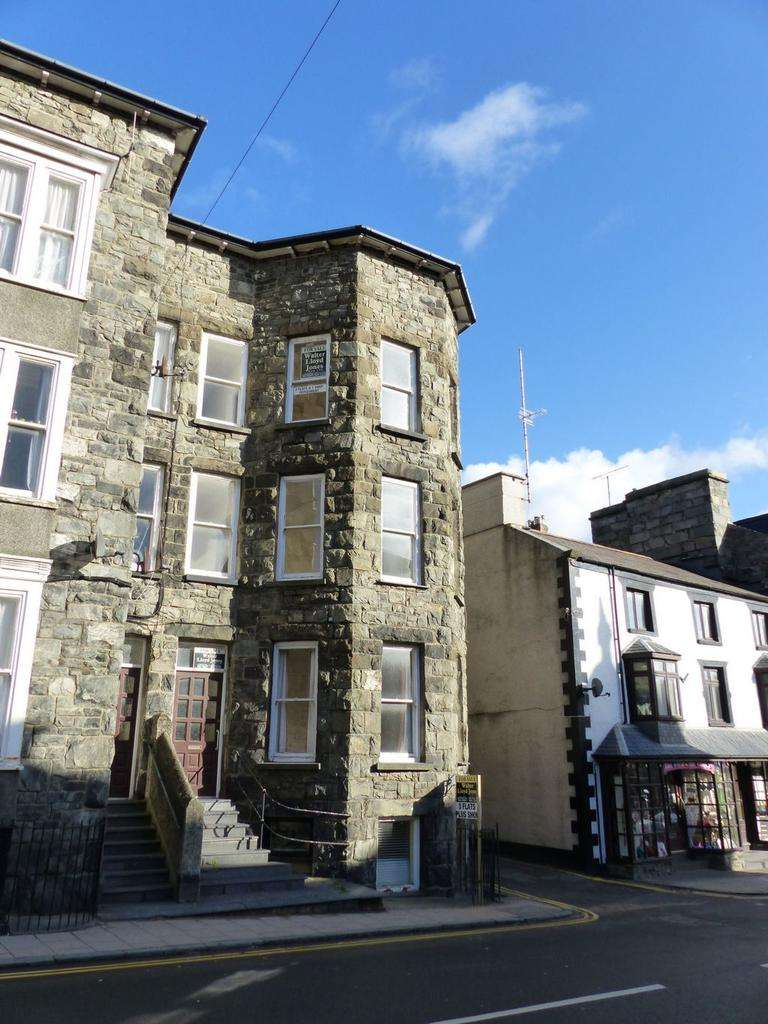 1 Bedroom Town House for sale in Midland Flats, Church Street, LL42