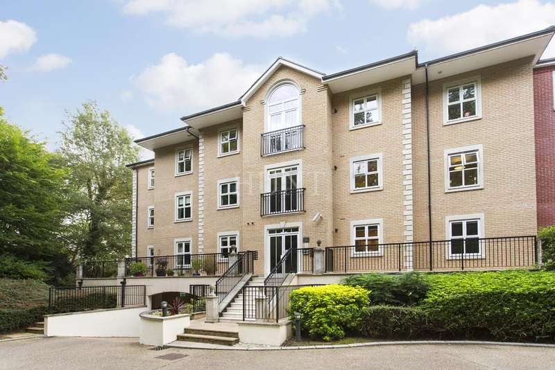 2 Bedrooms Apartment Flat for sale in Regents Drive, Repton Park, Woodford Green, Essex IG8