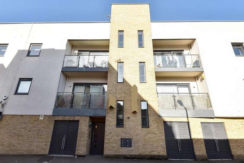 2 Bedrooms Flat for sale in Grove Vale, East Dulwich