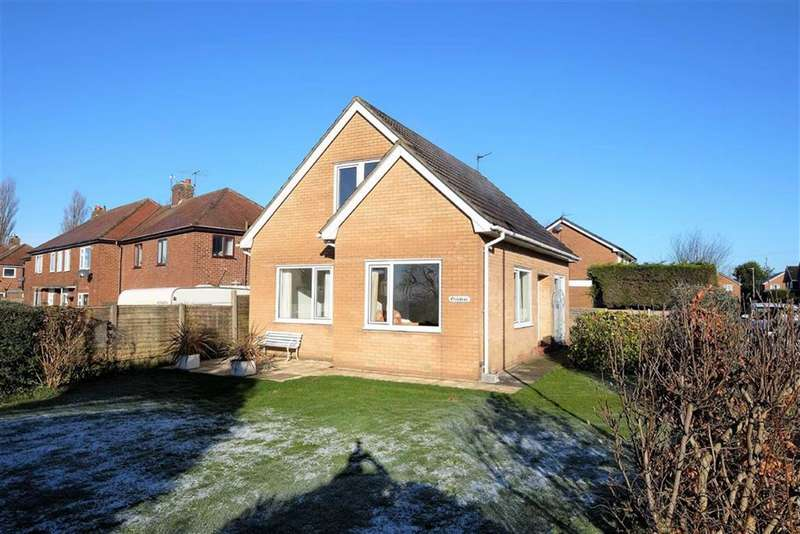 3 Bedrooms Detached House for sale in First Avenue, Preston Old Road, Clifton
