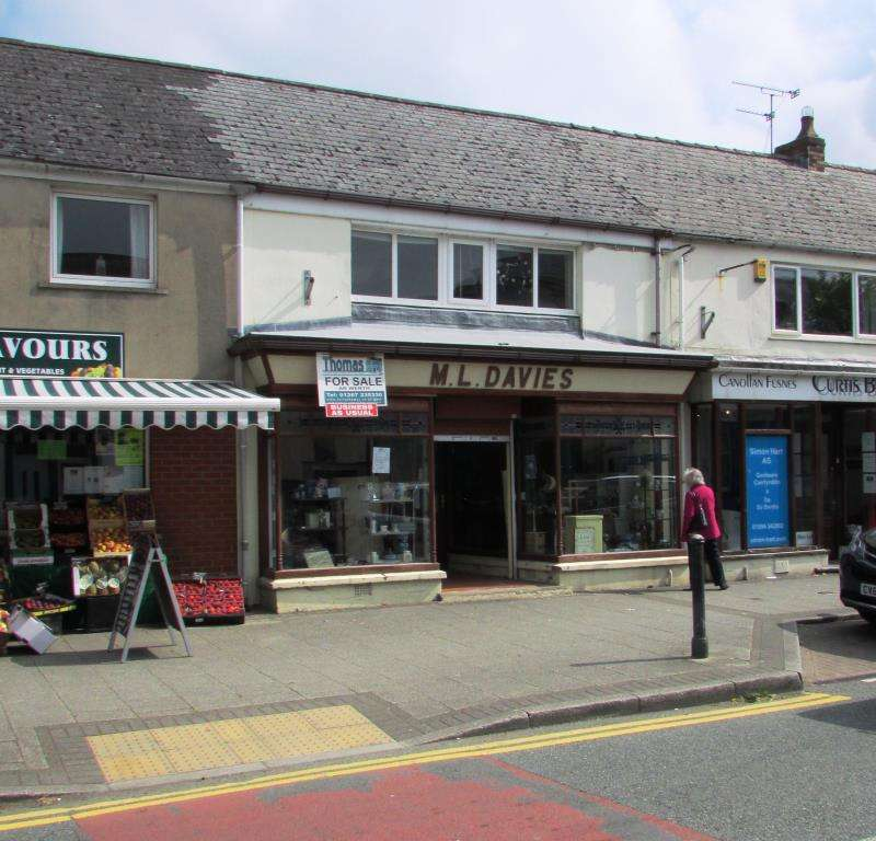 3 Bedrooms Terraced House for sale in St John Street, Whitland, Carmarthenshire