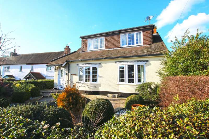 3 Bedrooms Detached House for sale in Rowtown, Rowtown, Surrey, KT15