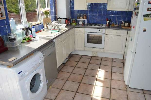 4 Bedrooms Terraced House for rent in Shirley Gardens, Barking, IG11