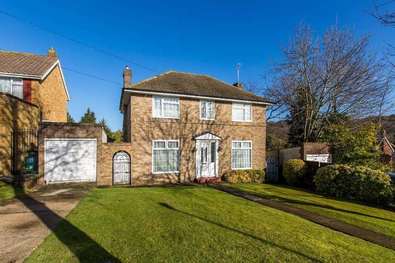 4 Bedrooms Detached House for sale in Barnfield, Sanderstead, Surrey, CR2 0EY