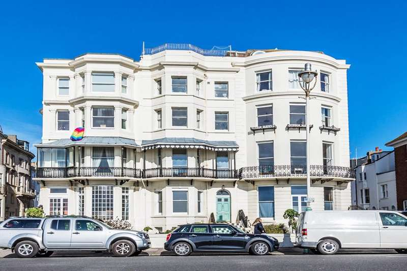 1 Bedroom Flat for sale in Marine Parade Brighton East Sussex BN2