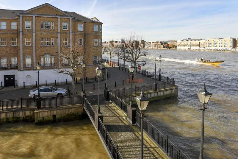 1 Bedroom Flat for sale in Edward Square, Surrey Quays