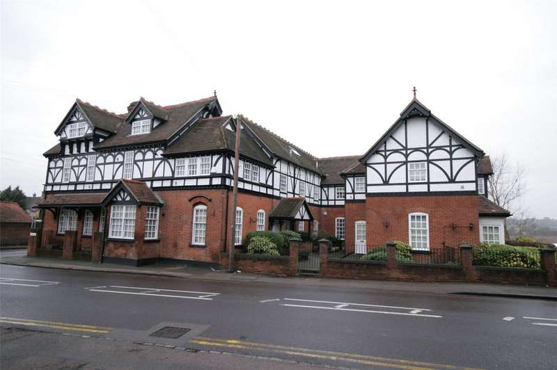 2 Bedrooms Flat for sale in Roding Hall, 1 Ongar Road, Romford, RM4