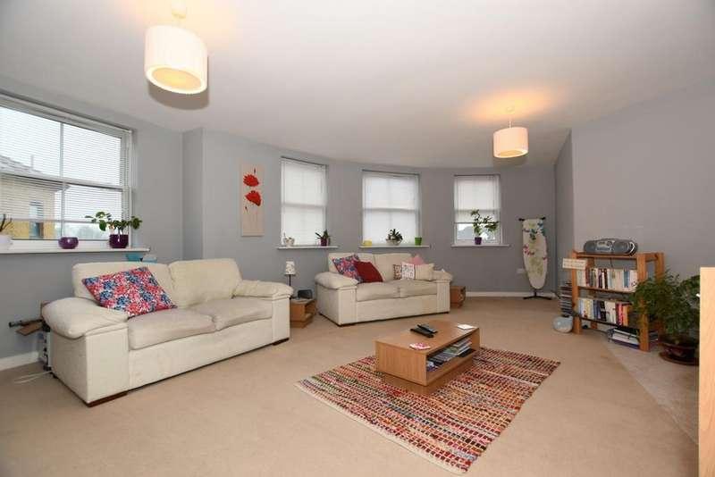 2 Bedrooms Flat for sale in Hemnall Street, Epping, CM16
