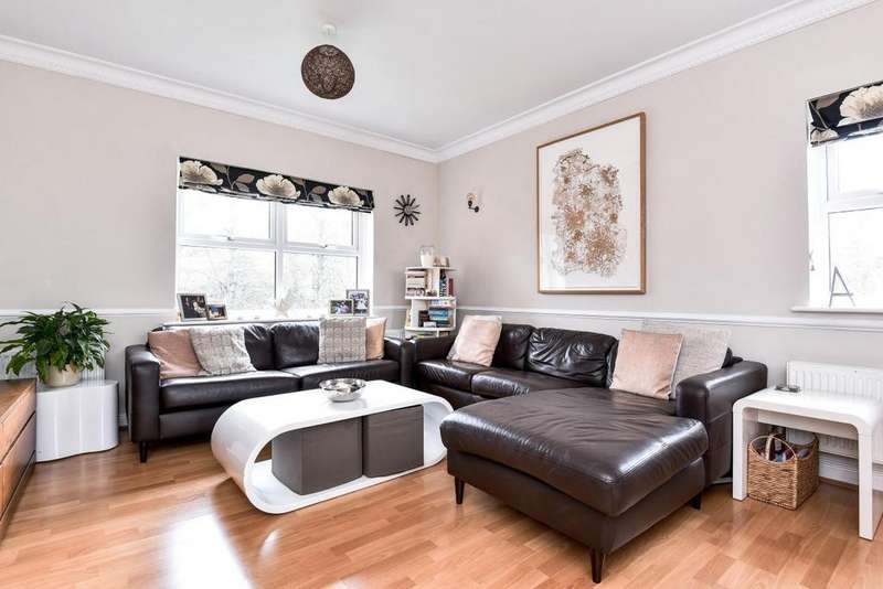 2 Bedrooms Flat for sale in Lisle Close, Tooting